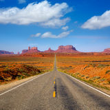 Vea del camino escénico de los E.E.U.U. 163 al valle Utah del monumento Foto de archivo libre de regalías