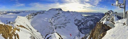 Vea del puente del glaciar 3000, Les Diablerets, Gstaad Imagen de archivo