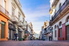 Vea el froom abajo de Calle Perez Castellano, Montevideo, Urug Imágenes de archivo libres de regalías