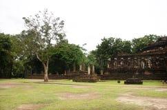Vea el paisaje Wat Chang Rop o Wat Chang Rob del parque histórico de Kamphaeng Phet en Kamphaeng Phet, Tailandia Foto de archivo libre de regalías