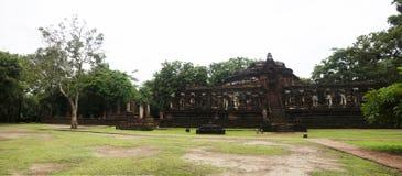 Vea el paisaje Wat Chang Rop o Wat Chang Rob del parque histórico de Kamphaeng Phet en Kamphaeng Phet, Tailandia Fotografía de archivo libre de regalías
