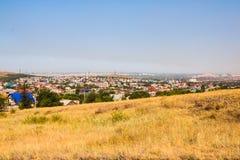 Vea el panorama a la vieja parte de la ciudad de Magnitogorsk con las pequeñas casas fotos de archivo libres de regalías
