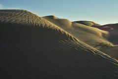 Vea el top de dunas de arena imperiales de la duna de arena, California, los E.E.U.U. Imagen de archivo libre de regalías