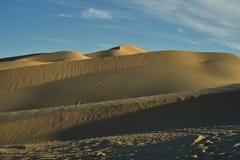 Vea el top de dunas de arena imperiales de la duna de arena, California, los E.E.U.U. Imagen de archivo