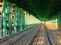 Vea en el camino de carriles sobre el puente de Gdanski, puente Varsovia del tranvía, Imagen de archivo
