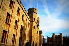 Vea fuera del edificio que contiene el objeto expuesto de las joyas de la corona en la torre de Londres histórica foto de archivo