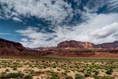 Vea hacia los acantilados bermellones Arizona los E.E.U.U. fotografía de archivo libre de regalías