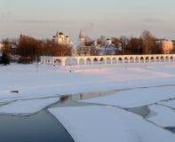 Vea la corte de Yaroslav en la puesta del sol del invierno, Veliky Novgorod Imágenes de archivo libres de regalías