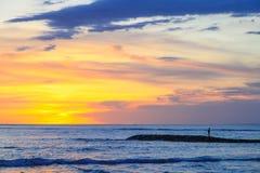 vea la pesca en fondo de la puesta del sol en Bali Imagen de archivo libre de regalías