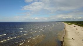 Vecaki拉脱维亚波罗的海海边空中寄生虫顶视图4K UHD录影 股票录像