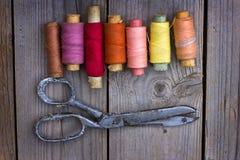 Vecchi accessori di cucito fotografie stock