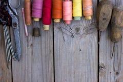 Vecchi accessori di cucito fotografia stock