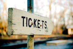 Vecchi acquisti di legno del biglietto del segno Fotografia Stock Libera da Diritti