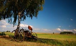 Vecchi agricoli fertilizzano la macchina Fotografie Stock Libere da Diritti