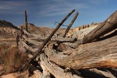 Vecchi alberini di legno rustici della rete fissa immagine stock