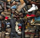 Vecchi ambiti di provenienza delle scarpe Fotografie Stock