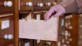 Vecchi archivi di base di dati di ricerca stock footage