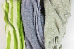 Vecchi asciugamani su fondo bianco fotografia stock