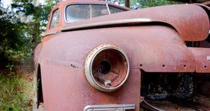 Vecchi automobile e cielo blu dell'annata Immagini Stock Libere da Diritti