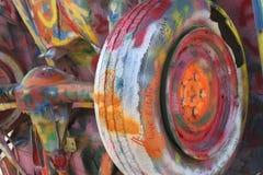 Vecchi automobile e graffiti 1 Immagine Stock