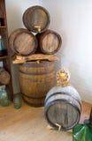 Vecchi barilotti di legno di vino Fotografia Stock