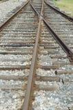Vecchi binari ferroviari arrugginiti Immagine Stock