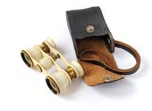Vecchi binocoli da teatro con una borsa Fotografie Stock Libere da Diritti