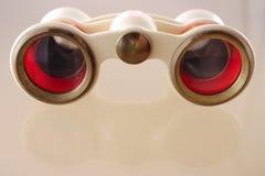Vecchi binocoli da teatro sulla parte anteriore Fotografia Stock Libera da Diritti