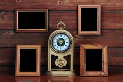 Vecchi blocchi per grafici della foto ed orologio antico immagini stock libere da diritti