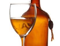 Vecchi bottiglia e vetro del rum Fotografia Stock Libera da Diritti