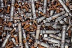 Vecchi bulloni arrugginiti e dadi d'acciaio Fotografia Stock Libera da Diritti