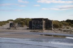 Vecchi bunker alla spiaggia Fotografia Stock