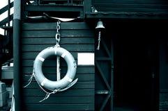 Vecchi cabina & segnalatore acustico di libro macchina della spiaggia Fotografie Stock Libere da Diritti