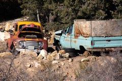 Vecchi camioncini scoperti abbandonati Fotografia Stock