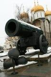 Vecchi cannone e Kremlin Immagini Stock