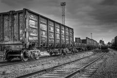 Vecchi carrelli del trasporto nei colori in bianco e nero Fotografie Stock