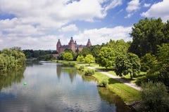 Vecchi castello e fiume Fotografie Stock