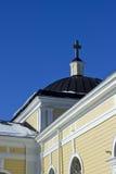 Vecchi chiesa e cielo blu di legno Fotografia Stock