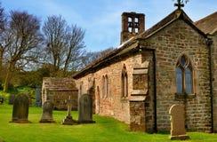 Vecchi chiesa e cimitero Fotografia Stock Libera da Diritti