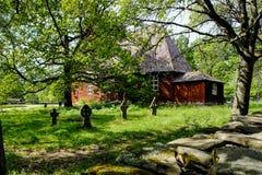Vecchi chiesa e cimitero nel parco Scansen Fotografie Stock
