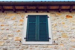 Vecchi ciechi di finestra immagine stock libera da diritti