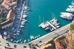 Vecchi città di Kotor e porticciolo di Kotor Immagine Stock Libera da Diritti