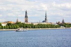 Vecchi città di Riga e fiume di Daugava Fotografia Stock Libera da Diritti
