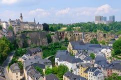 Vecchi città e grattacielo del distretto di Kirchberg nella città del Lussemburgo Fotografia Stock Libera da Diritti