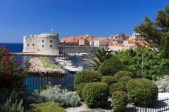 Vecchi città e porto di Dubrovnik Immagine Stock Libera da Diritti