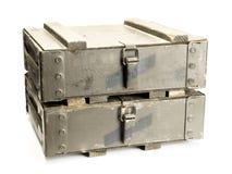 Vecchi contenitori di munizioni immagine stock
