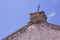Vecchi costruzione e sole fotografia stock libera da diritti