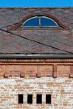 Vecchi costruzione e tetto Immagini Stock
