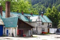 Vecchi costruzioni, officine e garage in Zakopane Fotografie Stock Libere da Diritti