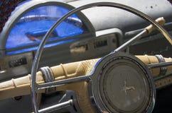 Vecchi cruscotto e ruota di Volga Immagini Stock